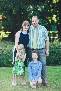 Photo portrait of family in park by Brussels photographer for TripShooter, Dieter Decuypere