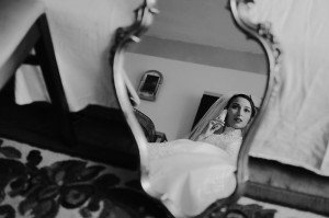 Bride reflection in mirror by TripShooter photographer in Paris Clara Abi Nadar