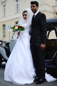 Bride and groom with car by TripShooter photographer in Paris Clara Abi Nadar