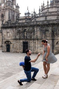 Marriage proposal photoshoot in Santiago de Compostela by TripShooter photographer Matteo Bertolino