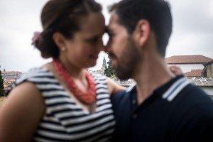 Couple portrait on vacation in Santiago de Compostela by TripShooter photographer Matteo Bertolino