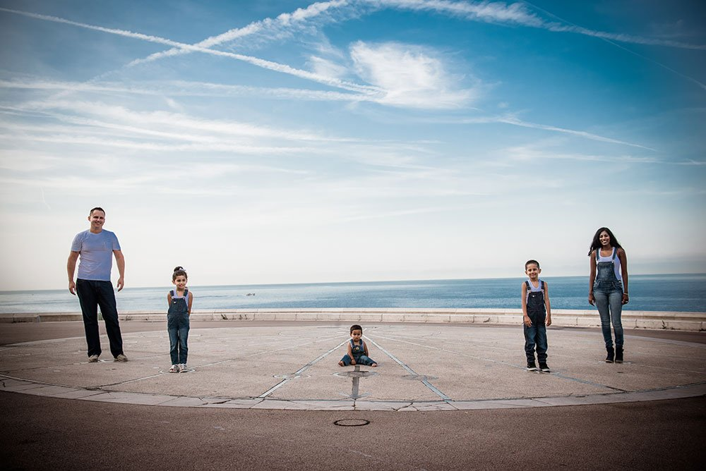 Unique family vacation photos in Nice by French photographer for TripShooter, Didier Ours
