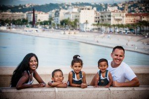 Beautiful family portraits in Nice by French photographer for TripShooter, Didier Ours