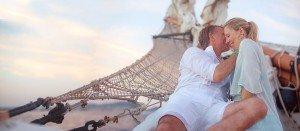 Couple kiss on beach vacation, by TripShooter's Ibiza photographer Tamas Kooning