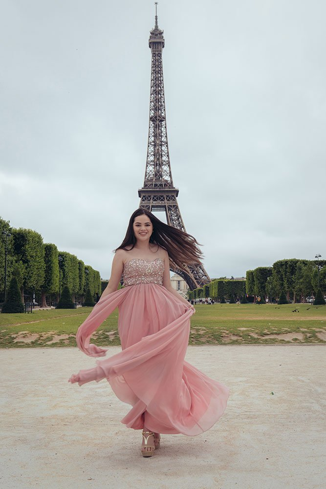Unique quinceanera ideas - a private photo session in Paris by TripShooter's Paris photographer Jade Riviere