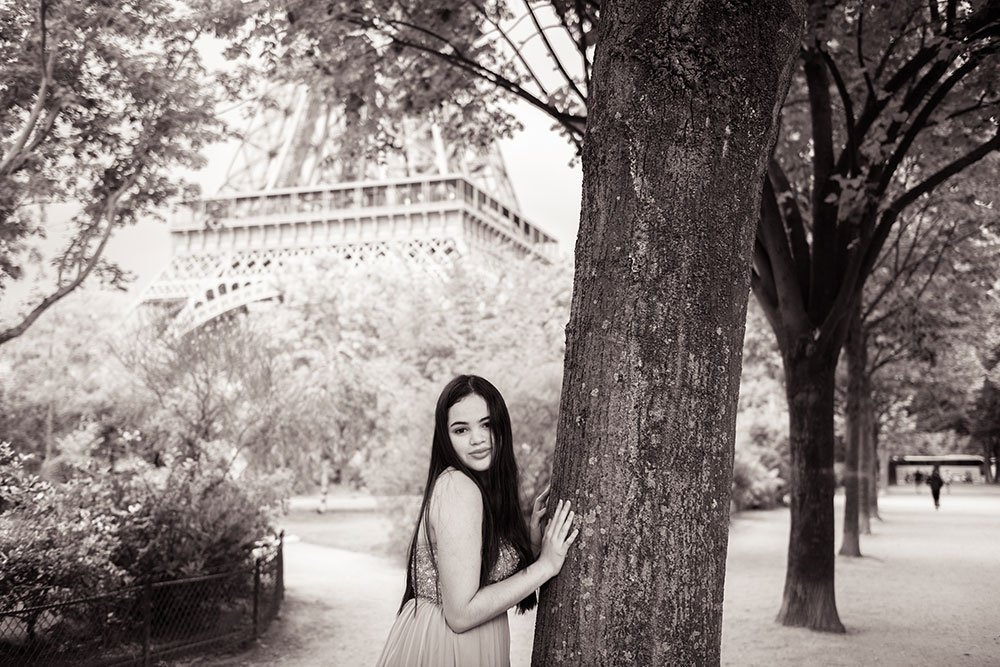 Beautiful portrait of young girl for quinceanera private photo shoot at the Eiffel Tower, by TripShooter's Paris photographer Jade Riviere