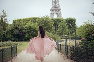 Glamorous quinceanera private photo shoot at the Eiffel Tower, by TripShooter's Paris photographer Jade Riviere