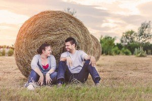 Couple loveshoot in Italy by haystack, by TripShooter's Florence photographer Dorin Vasilescu