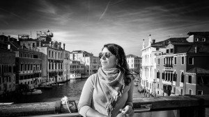 Portrait of woman traveller in Amsterdam by TripShooter's Amsterdam photographer Richard Tas