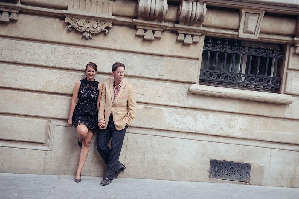 Photo of travel couple on honeymoon in Paris with Paris photographer Jade Riviere