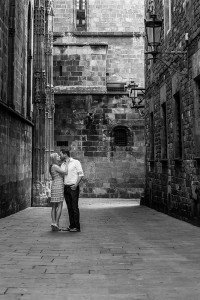 Romantic photoshoot in Barcelona by Barcelona photographer Ramon Fornell for TripShooter