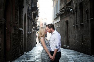 Romance in Barcelona, on romantic photoshoot with Barcelona photographer Ramon Fornell for TripShooter