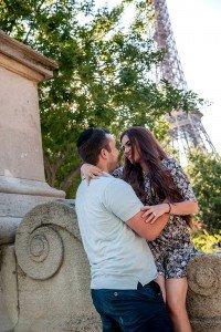 Romantic-couple-photos-Paris-photographer-1