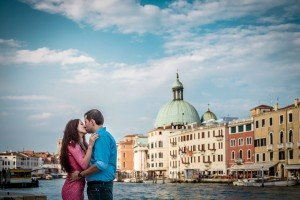 Romantic photos on the canals by TripShooter's Venice photographer Jody Riva