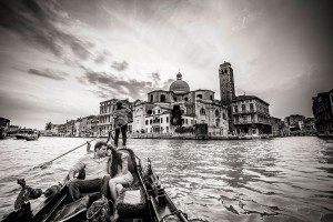 Beautiful photos of couple in a gondola on Italy vacation by TripShooter's Venice photographer Jody Riva
