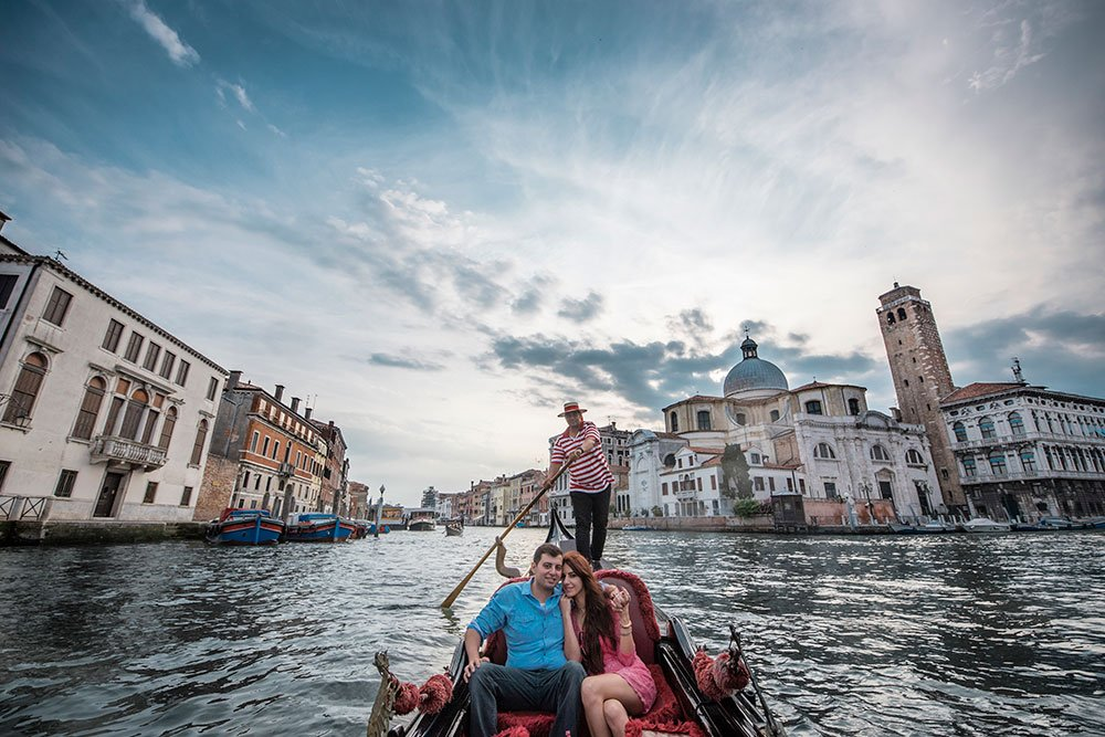 Romantic gondola photos by TripShooter's Venice photographer JodyRiva