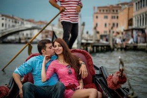 Romantic portraits on Italy vacation, by TripShooter's Venice photographer Jody Riva