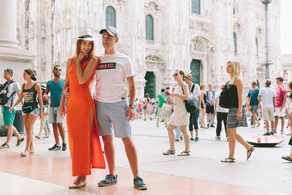Couple fashion photos in Milan Italy by TripShooter's photographer in Milan, Alessandro Della Savia