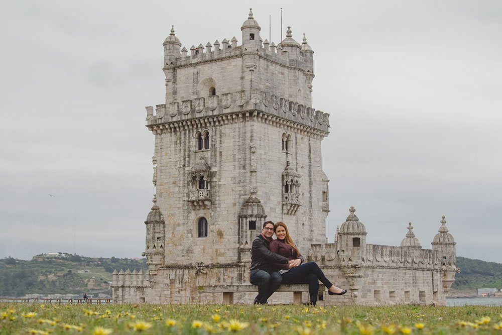 Romantic couple photo shoot with castle in Lisbon Portugal by TripShooter's photographer in Lisbon Miguel Rodrigues