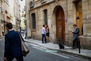 Sexy couple kiss in Paris Marais street, photo by TripShooter's photographer in Paris, Christian Perona