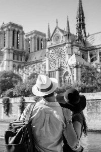 Vacation couple at Notre Dame, photo by TripShooter's photographer in Paris, Christian Perona