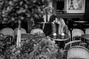 Fine art portrait of couple kissing in Paris cafe, photo by TripShooter's photographer in Paris, Christian Perona