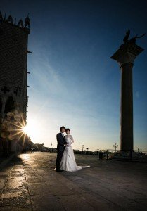 Married couple in Venice sunset, photo by TripShooter's photographer in Venice Matteo Michelino