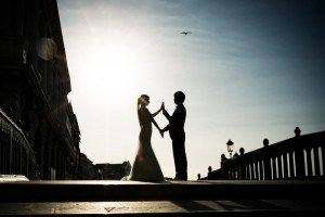 Arty silhouette of married couple portrait in Venice, by TripShooter's photographer in Venice Matteo Michelino