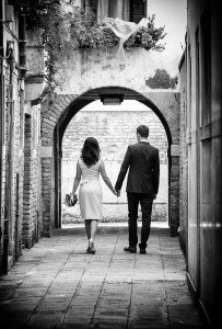 Newly married couple walk hand in hand in Venice, by TripShooter's photographer in Venice Matteo Michelino
