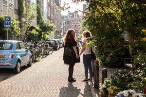 Beautiful photos with travel friends in Amsterdam by TripShooter's Amsterdam photographer Elise-Maria Gherlan