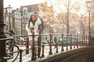 Photo portrait of happy couple on Amsterdam bridge by TripShooter's Photographer in Amsterdam Elise-Maria Gherlan