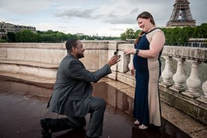 Surprise marriage proposal photoshoot by Tripshooter's Paris photographer Pierre Truyan