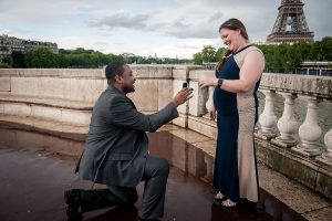 Marriage proposal photo by Tripshooter's Paris photographer Pierre Truyan