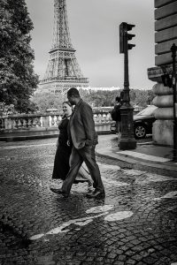 Love shoot in Paris by Paris photographer Pierre Turyan
