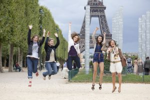 Fun friend photos in Paris by Paris photographer Gabriela Medina