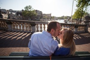 Romantic couple photos in Amsterdam by Amsterdam photographer Elise Gherlan