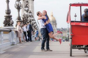 Romantic couple photos in Paris by Paris photographer Gabriela Medina