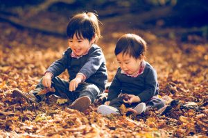 Sweet vacation photos with children in Belgium by Brussels photographer Rasa de Verneuil