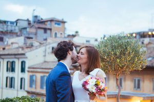 Sweet Rome destination wedding photos by Rome photographer Valeria d'Ovidio